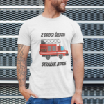 Z drogi śledzie strażak jedzie, biała koszulka STRAŻACKA z nadrukiem STR009 DTG